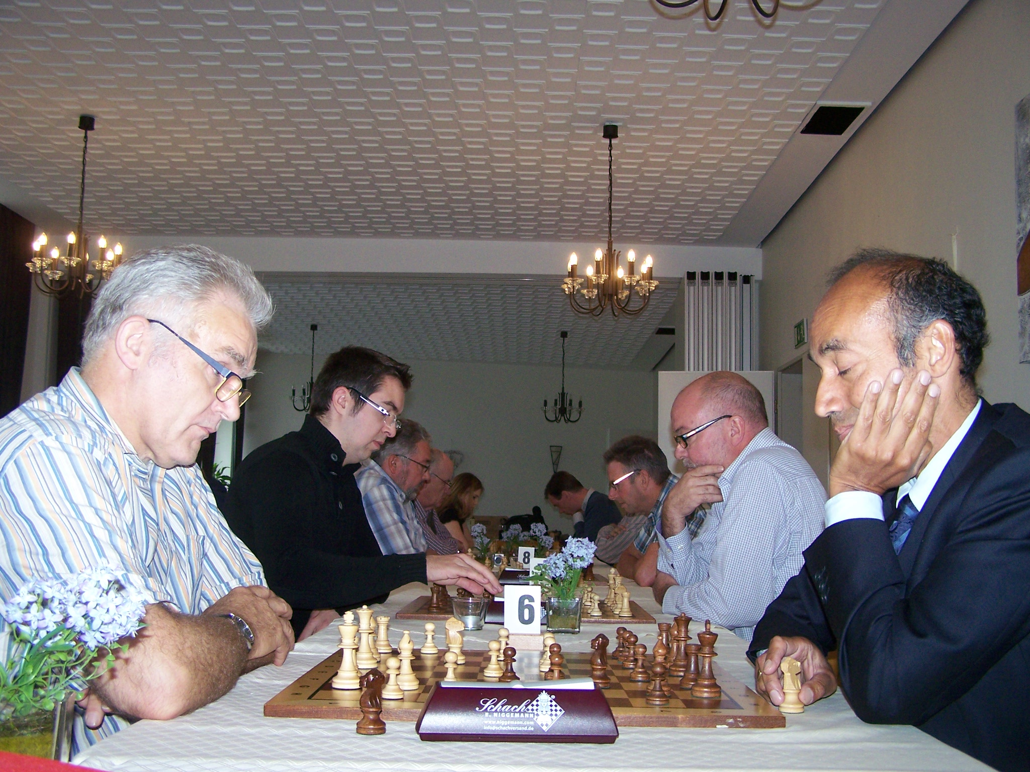 1. Runde Bretter 6-10 (im Vordergrund: Franz Schulze Bisping - Victor van Blommenstein)
