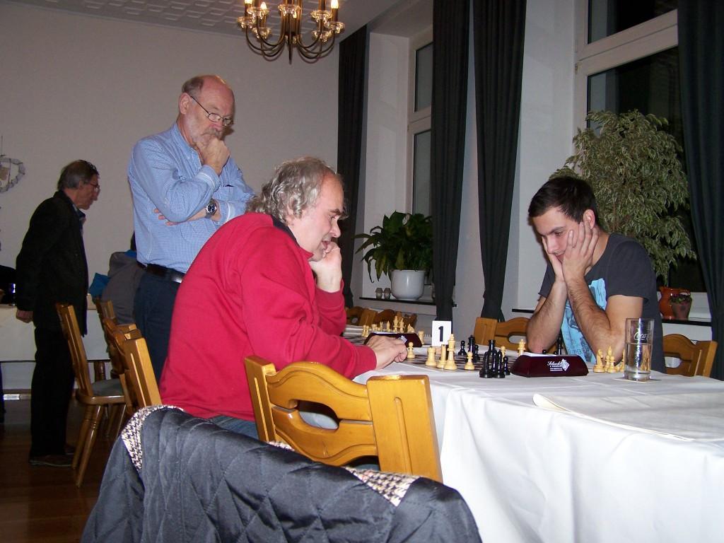 1. Runde: Siegmund - Michael, Klaus schaut zu