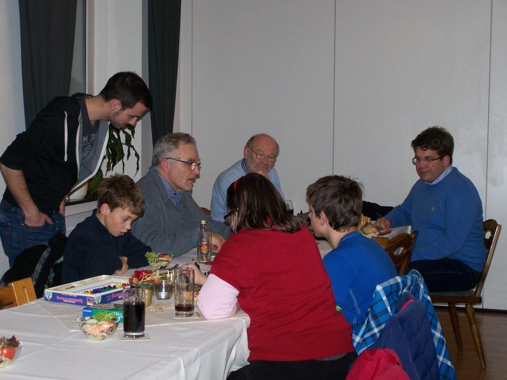 Vor Turnierbeginn: Turnierleiter Franz Schulze Bisping bei der Vorbereitung