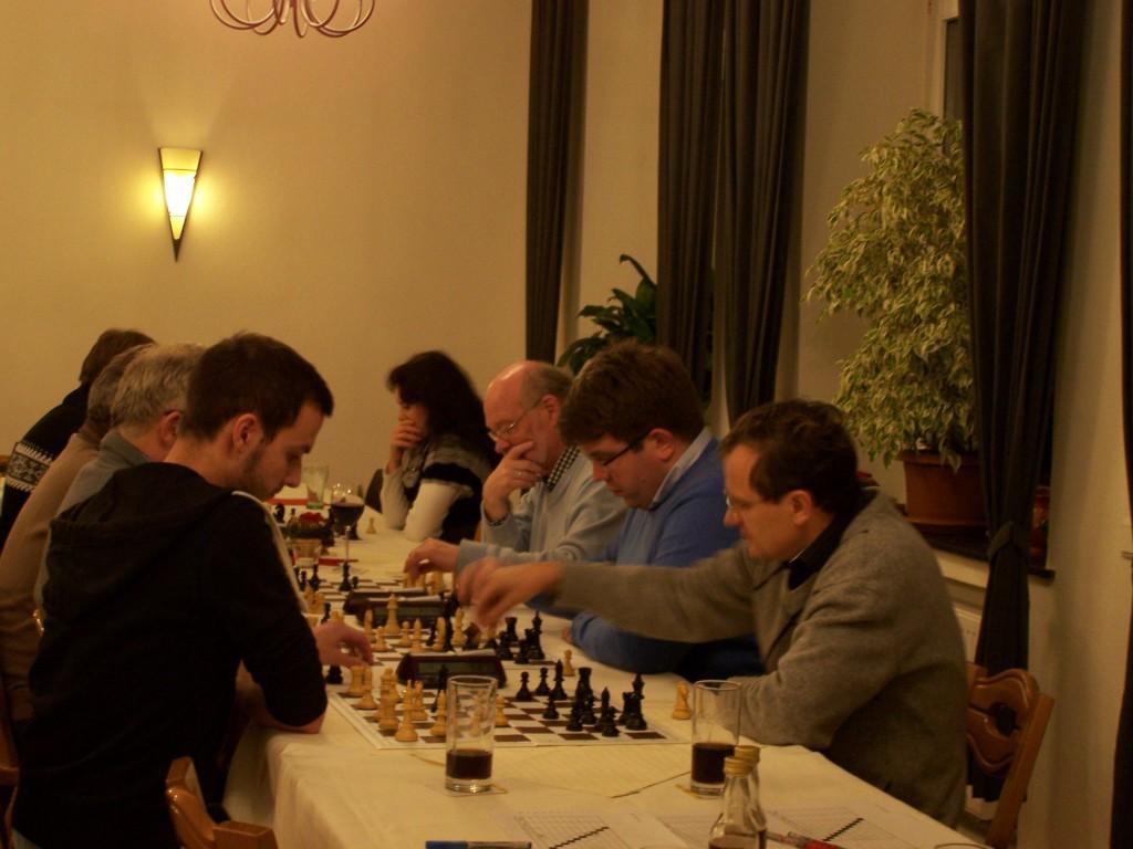 Die 5. Runde der A-Gruppe, im Vordergrund: Michael Glahn - Frank Block