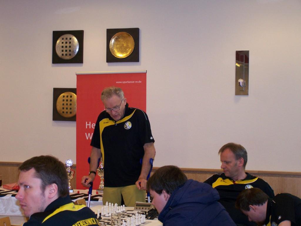 Turnierleiter Franz Schulze Bisping begrüßt die Teilnehmer