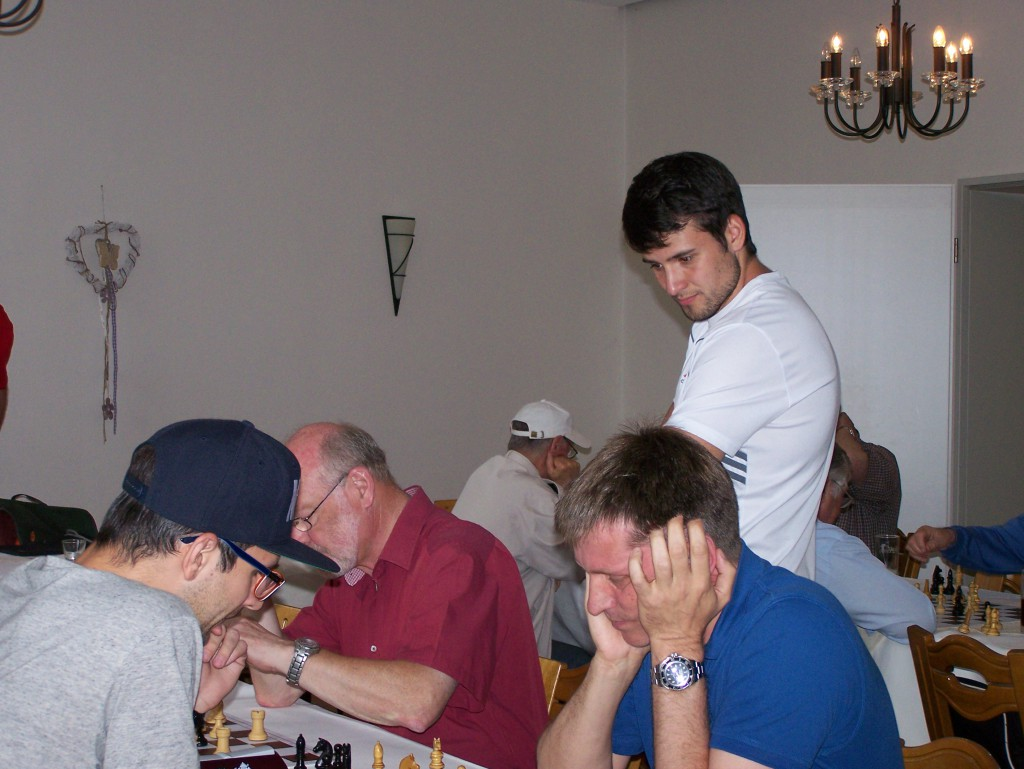 Neuzugang Dmitrij Rohovoy schaut zu